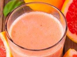 Grapefruit and strawberry shake_1440x770.jpg