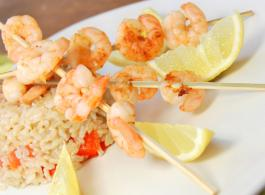 scampi skewers on spring onions_1440x770.jpg